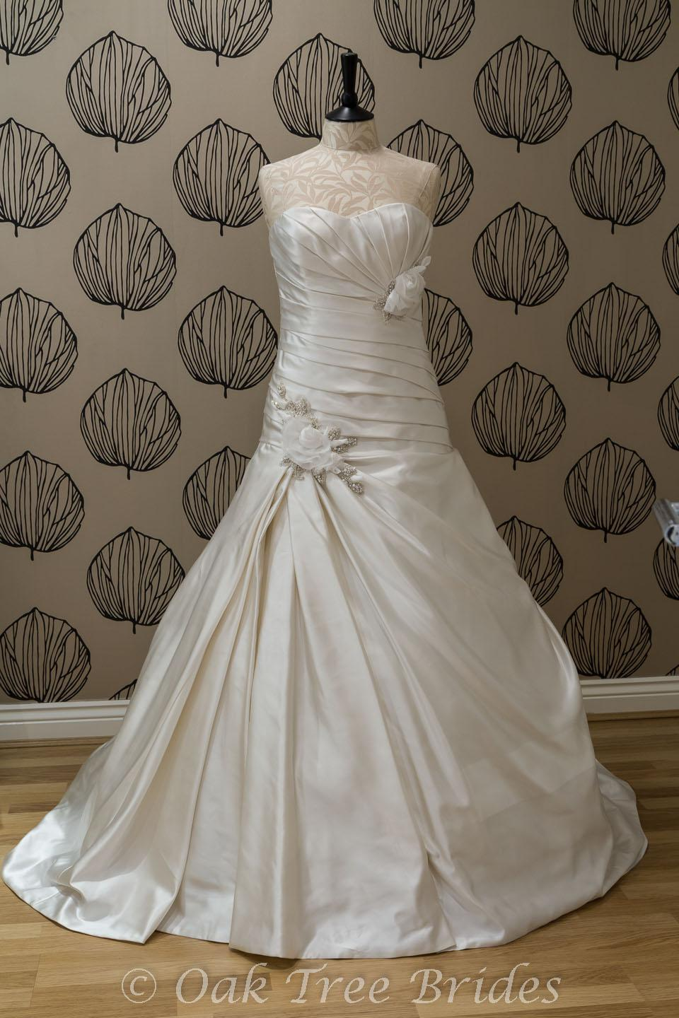 Sample wedding dresses new wedding dresses second hand for Best wedding dresses for size 12