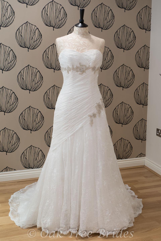 Jai bridal 9012 oak tree brides for Best wedding dresses for size 12