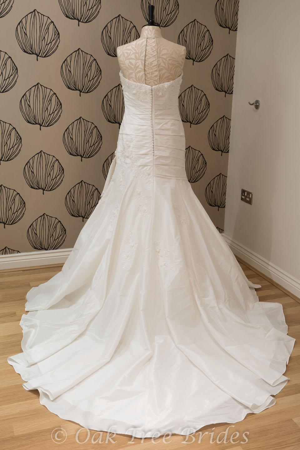 La sposa wedding dresses prices uk for Cost of a wedding dress