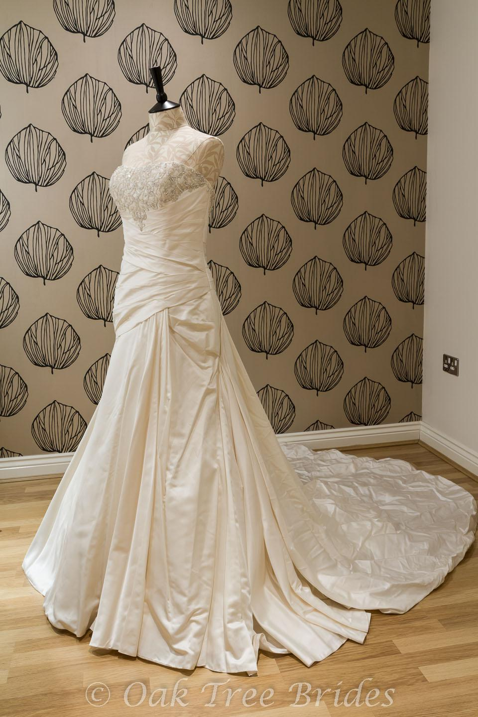 Wedding dresses for sale second hand uk wedding dresses for Second hand wedding dresses for sale