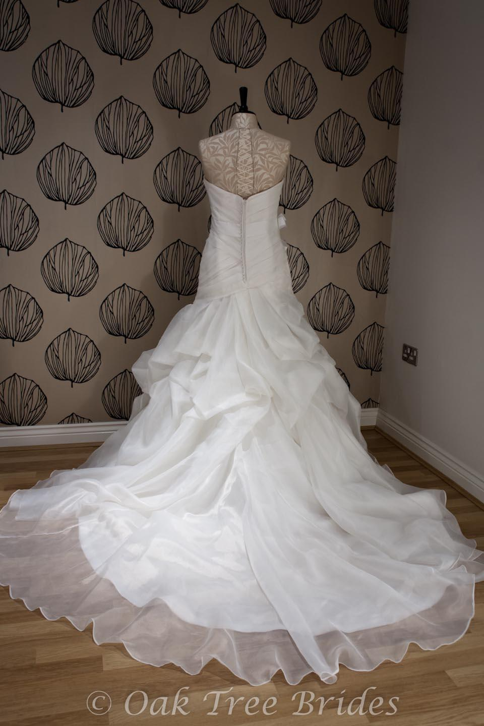 Second hand wedding gowns for sale uk flower girl dresses for Custom made wedding dresses dallas