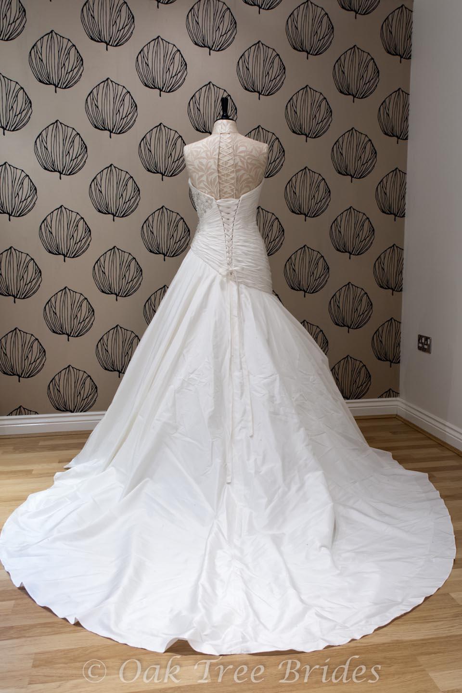 Second hand hollywood dreams wedding dresses wedding for Second hand wedding dresses london