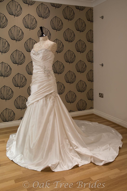 Madeline gardner filomena oak tree brides for Wedding dresses size 14