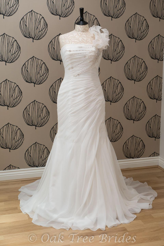 Victoria jane tabitha designer wedding dress oak tree brides for Wedding dresses size 14