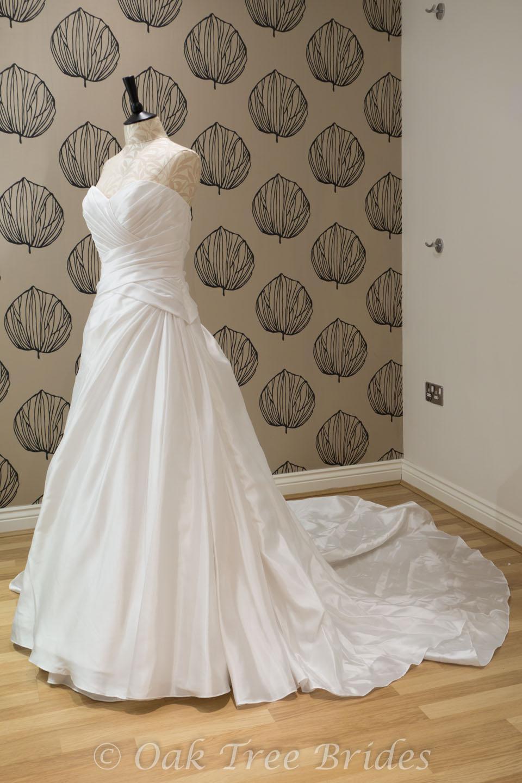 Wedding dress uk size 16 wedding dresses asian for Wedding dresses for size 16