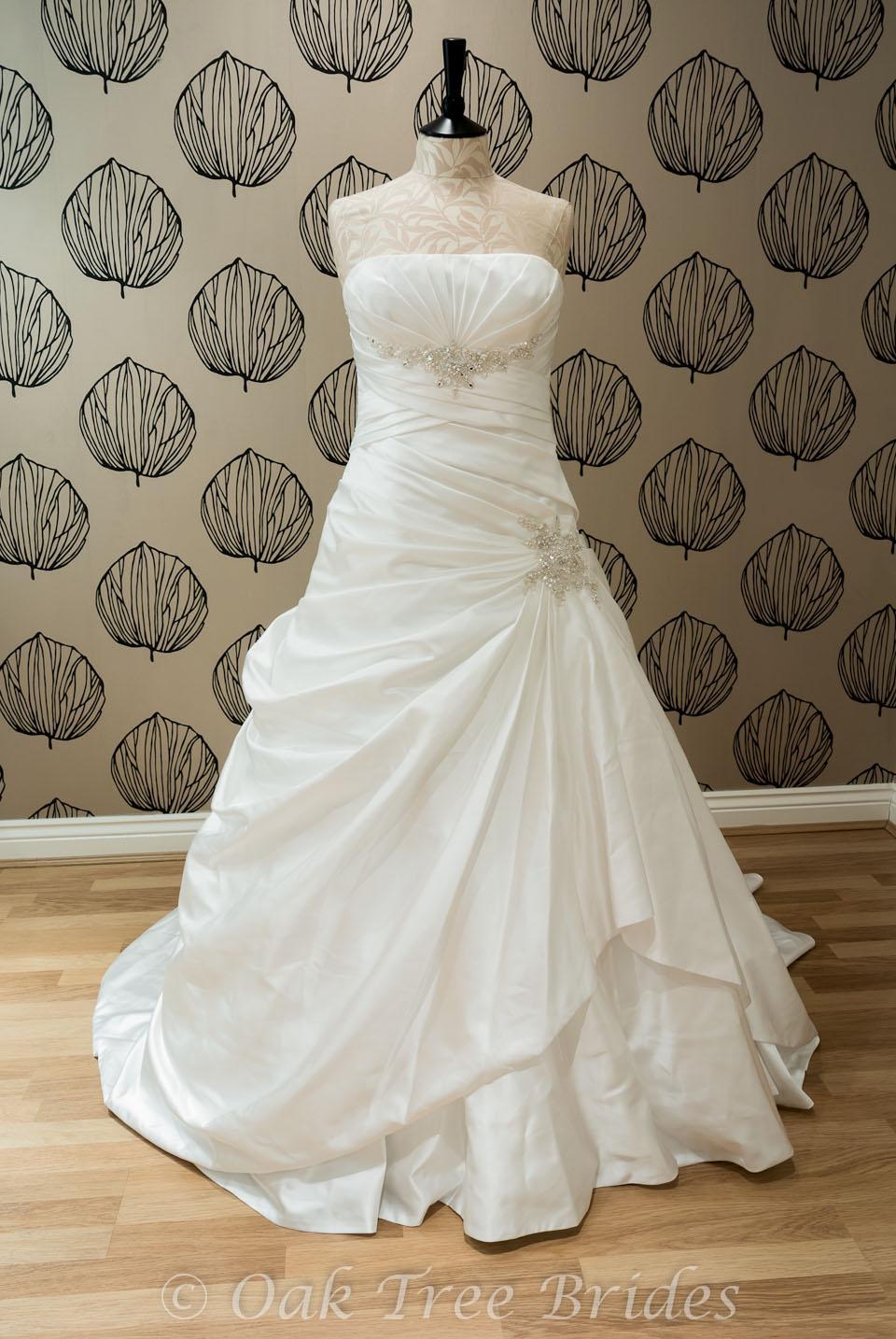 Blue by enzoani calistoga designer wedding dress oak for Wedding dresses for size 16