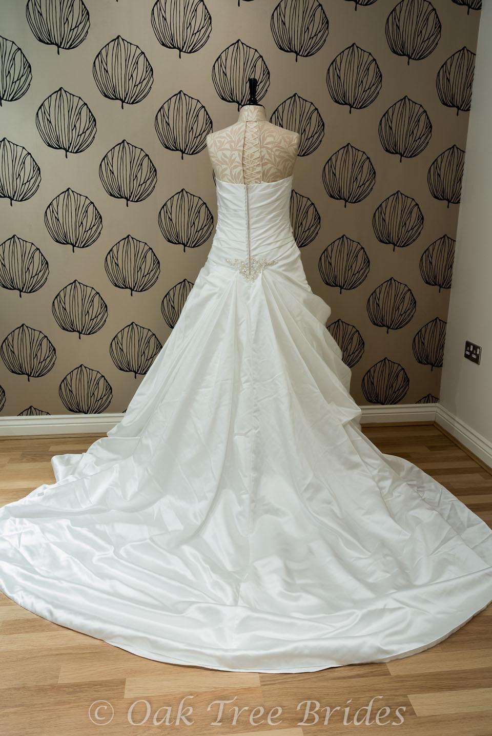 Page 1 designer weddings dresses size 16 oak tree brides for Wedding dresses for size 16