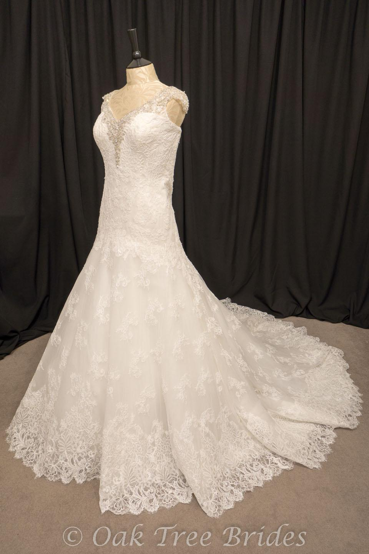 Designer weddings dresses size 22 oak tree brides for Size 22w wedding dresses