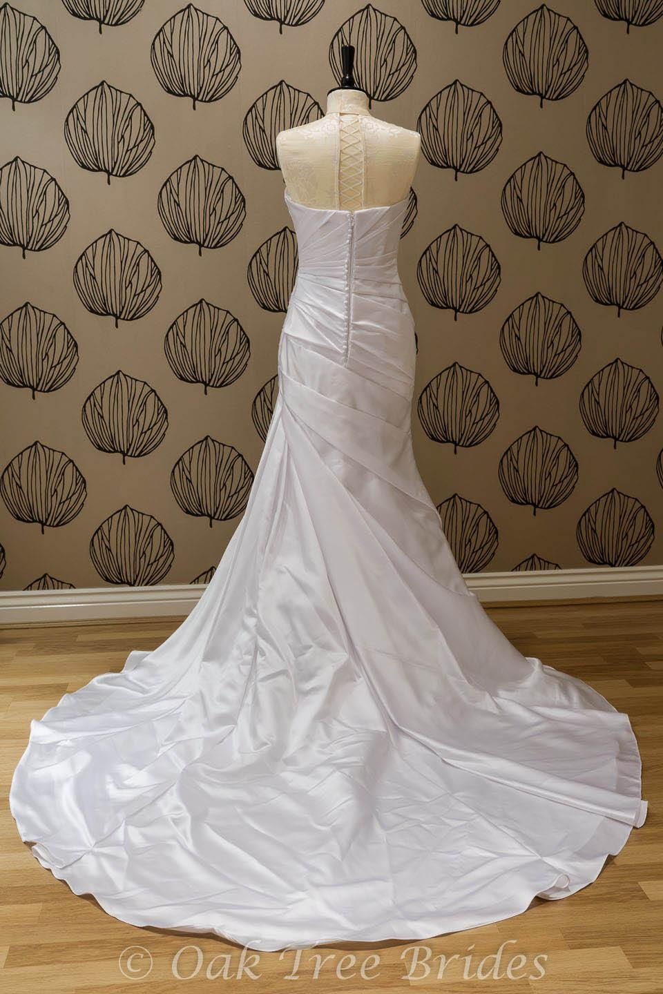 La sposa fanal oak tree brides for La sposa wedding dress price